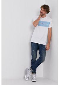 TOMMY HILFIGER - Tommy Hilfiger - T-shirt. Okazja: na co dzień. Kolor: biały. Materiał: bawełna. Wzór: nadruk. Styl: casual
