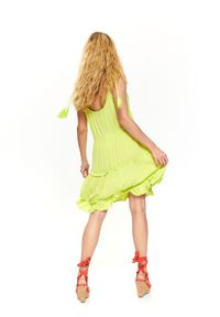 TOP SECRET - Sukienka na ramiączkach. Typ kołnierza: kołnierz z falbankami. Kolor: żółty. Materiał: tkanina. Długość rękawa: na ramiączkach. Sezon: lato, wiosna. Styl: elegancki