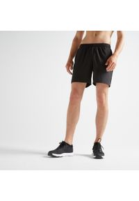 DOMYOS - Spodenki fitness cardio męskie Domyos FST 100. Kolor: czarny. Materiał: poliester, materiał. Sport: fitness