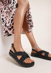 Renee - Czarne Sandały Athilymes. Nosek buta: otwarty. Zapięcie: pasek. Kolor: czarny. Materiał: guma. Wzór: jednolity, paski. Obcas: na platformie. Styl: sportowy