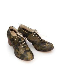 Zapato - sznurowane półbuty na 6 cm słupku - skóra naturalna - model 251 - motyw militarny. Materiał: skóra. Wzór: moro. Obcas: na słupku. Styl: militarny