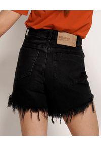 ONETEASPOON - Czarne szorty Bonita. Stan: podwyższony. Kolor: czarny. Materiał: jeans. Wzór: aplikacja