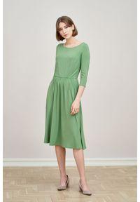 Marie Zélie - Sukienka Emelina zieleń wiosenna 42 zielony. Kolor: zielony. Materiał: materiał, dzianina, tkanina, guma, elastan, wiskoza. Sezon: wiosna. Styl: klasyczny. Długość: midi