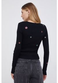 Desigual - Sweter. Kolor: czarny. Materiał: dzianina. Długość rękawa: długi rękaw. Długość: długie. Wzór: haft