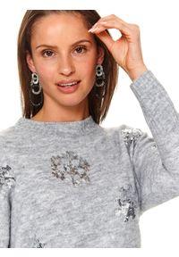 Szary sweter TOP SECRET na zimę, z aplikacjami