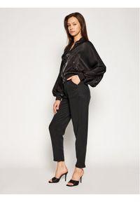Guess Spodnie materiałowe Roberta W1GB71 WDP82 Czarny Regular Fit. Kolor: czarny. Materiał: materiał