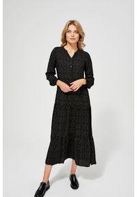 MOODO - Sukienka w stylu retro z bufiastymi rękawami. Okazja: na co dzień, na plażę. Typ kołnierza: kołnierzyk stójkowy. Materiał: wiskoza. Wzór: grochy, nadruk. Typ sukienki: proste, koszulowe. Styl: retro