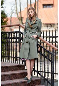 Marie Zélie - Trencz Adria bawełna z elastanem oliwkowy. Kolor: oliwkowy. Materiał: bawełna, elastan. Sezon: lato. Styl: klasyczny #5