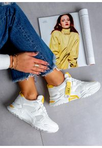 Białe buty sportowe Casu z cholewką, na lato