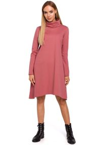 Różowa sukienka asymetryczna MOE z golfem