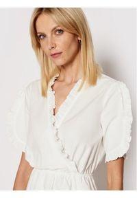 NA-KD Sukienka codzienna Frill Detail 1018-006849-0001-580 Biały Regular Fit. Okazja: na co dzień. Kolor: biały. Typ sukienki: proste. Styl: casual