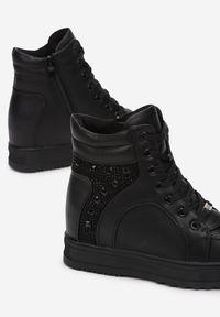 Czarne buty sportowe Born2be na koturnie