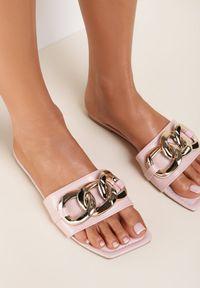 Renee - Różowe Klapki Selestanthei. Nosek buta: otwarty. Kolor: różowy. Wzór: gładki. Obcas: na płaskiej podeszwie