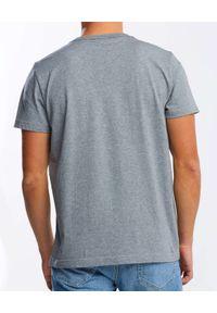 GANT - Szary t-shirt z dużym logo. Kolor: szary. Materiał: bawełna, jeans. Wzór: nadruk