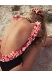 LA REVECHE - Strój kąpielowy Adele. Kolor: czarny. Materiał: tkanina, szyfon. Wzór: kwiaty, aplikacja