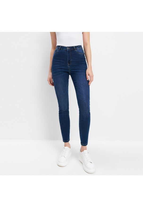 Mohito - Jeansy skinny - Niebieski. Kolor: niebieski. Materiał: jeans