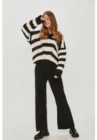 Answear Lab - Sweter. Kolor: czarny. Długość rękawa: długi rękaw. Długość: długie. Styl: wakacyjny
