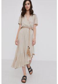 Answear Lab - Sukienka. Kolor: beżowy. Materiał: tkanina. Długość rękawa: krótki rękaw. Typ sukienki: asymetryczne, rozkloszowane. Styl: wakacyjny