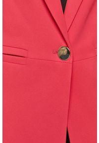 Silvian Heach - Marynarka. Okazja: na co dzień. Kolor: różowy. Materiał: tkanina. Wzór: gładki. Styl: klasyczny, casual