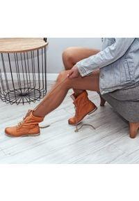 Zapato - dziurkowane botki za kostkę - skóra naturalna - model 428 - kolor dyniowy. Okazja: na spacer. Wysokość cholewki: za kostkę. Materiał: skóra. Wzór: ażurowy. Styl: sportowy