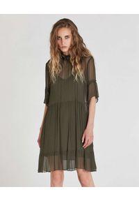 Patrizia Pepe - PATRIZIA PEPE - Zielona sukienka mini z kreponu. Kolor: zielony. Materiał: wiskoza. Długość: mini
