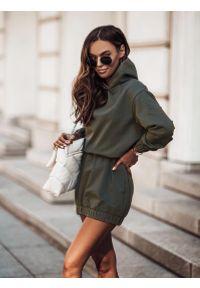 IVON - Sukienka Sportowa z Kapturem - Khaki. Typ kołnierza: kaptur. Kolor: brązowy. Materiał: bawełna, elastan. Typ sukienki: sportowe. Styl: sportowy