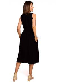 Style - Rozkloszowana sukienka z podkreśloną talią. Długość rękawa: bez rękawów