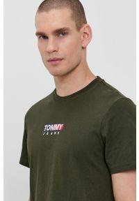 Tommy Jeans - T-shirt bawełniany. Okazja: na co dzień. Kolor: zielony. Materiał: bawełna. Wzór: nadruk. Styl: casual