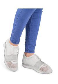 Białe buty sportowe N/M trekkingowe, w kolorowe wzory