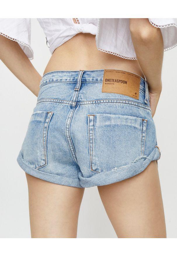 ONETEASPOON - Jeansowe spodenki Bandits Hendrix. Stan: obniżony. Kolor: niebieski. Materiał: jeans. Wzór: aplikacja