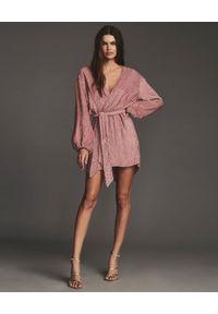 RETROFETE - Cekinowa sukienka Gabrielle. Kolor: różowy, fioletowy, wielokolorowy. Wzór: aplikacja. Długość: mini