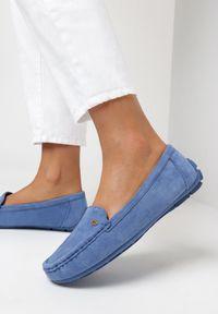 Born2be - Jasnoniebieskie Mokasyny Eatheris. Nosek buta: okrągły. Zapięcie: bez zapięcia. Kolor: niebieski. Materiał: skóra. Wzór: aplikacja. Obcas: na płaskiej podeszwie. Styl: klasyczny