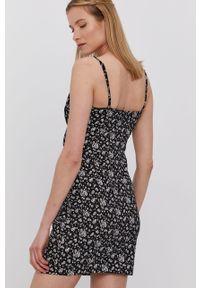 Czarna sukienka Brave Soul na ramiączkach, z dekoltem w łódkę, dopasowana, mini
