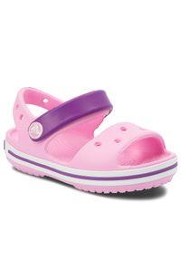 Różowe sandały Crocs klasyczne, w kolorowe wzory