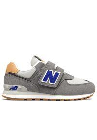 New Balance > PV574NA2. Zapięcie: rzepy. Materiał: materiał. Szerokość cholewki: normalna. Model: New Balance 574. Sport: turystyka piesza