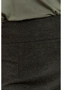Marie Zélie - Spódnica Nela ciemna oliwka. Stan: podwyższony. Materiał: wiskoza, skóra, materiał, wełna. Wzór: motyw zwierzęcy. Styl: elegancki