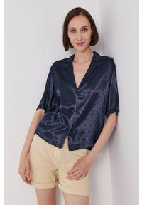 Scotch & Soda - Koszula. Kolor: niebieski. Materiał: tkanina, satyna, materiał. Długość rękawa: krótki rękaw. Długość: krótkie. Wzór: ze splotem
