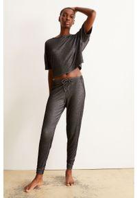 Czarne spodnie dresowe Undiz gładkie