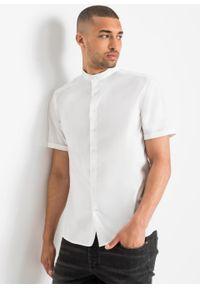 Koszula ze stretchem, z krótkim rękawem i stójką, Slim Fit bonprix biały. Typ kołnierza: kołnierzyk stójkowy. Kolor: biały. Długość rękawa: krótki rękaw. Długość: krótkie