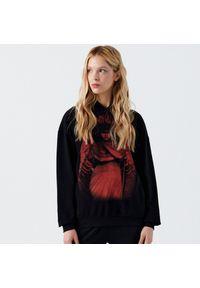 Czarna bluza Cropp z kapturem