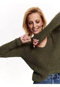 TOP SECRET - Sweter ażurowy. Okazja: na co dzień. Typ kołnierza: dekolt w serek. Kolor: brązowy. Długość rękawa: krótki rękaw. Długość: długie. Wzór: ażurowy. Sezon: lato, wiosna. Styl: elegancki, casual