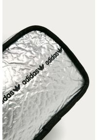 Srebrna listonoszka adidas Originals z aplikacjami, na ramię, mała