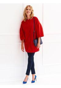 TOP SECRET - Płaszcz damski zapinany z modnym dzwonkowym rękawem. Okazja: na co dzień. Kolor: czerwony. Długość rękawa: krótki rękaw. Sezon: jesień, zima. Styl: casual, elegancki