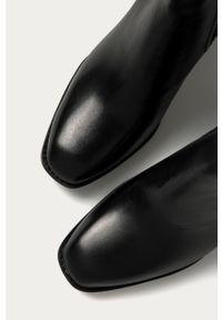 Czarne botki Tamaris z cholewką, z okrągłym noskiem