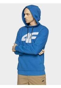 4f - Bluza męska. Okazja: na co dzień. Typ kołnierza: kaptur, kołnierzyk stójkowy. Kolor: niebieski. Materiał: dzianina. Styl: casual