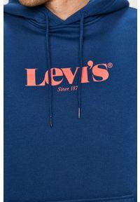 Levi's® - Levi's - Bluza. Okazja: na co dzień, na spotkanie biznesowe. Kolor: niebieski. Wzór: nadruk. Styl: biznesowy, casual