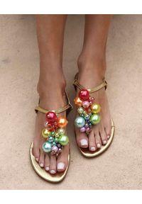 ALAMEDA TURQUESA - Złote sandały Bubblicious. Zapięcie: pasek. Kolor: złoty. Wzór: kolorowy, aplikacja. Sezon: lato