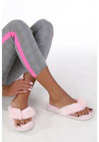 Casu - różowe klapki z futerkiem casu wt-1. Kolor: różowy. Materiał: futro. Sezon: lato