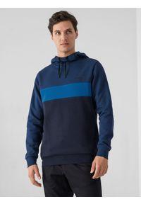4f - Bluza dresowa nierozpinana z kapturem męska. Okazja: na co dzień. Typ kołnierza: kaptur. Kolor: niebieski. Materiał: dresówka. Styl: casual