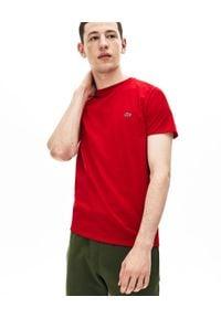 Lacoste - LACOSTE - Czerwony t-shirt z logo Regular Fit. Kolor: czerwony. Materiał: bawełna, jeans. Wzór: haft